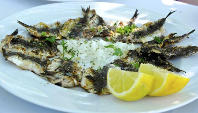 http://www.olivetomato.com/wp-content/uploads/2013/06/sardines-onion.jpg