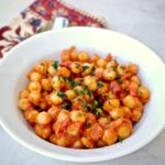 Chickpeas with tomato sauce