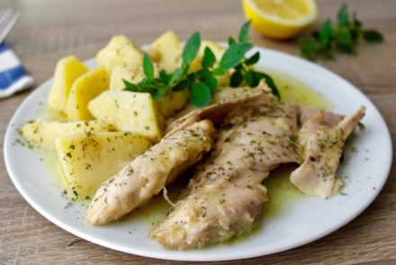 One-Pot Greek Lemon Chicken and Potatoes -kotopoulo lemonato