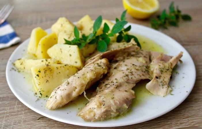 One-Pot Greek Lemon Chicken and Potatoes -kotopoulo lemonato
