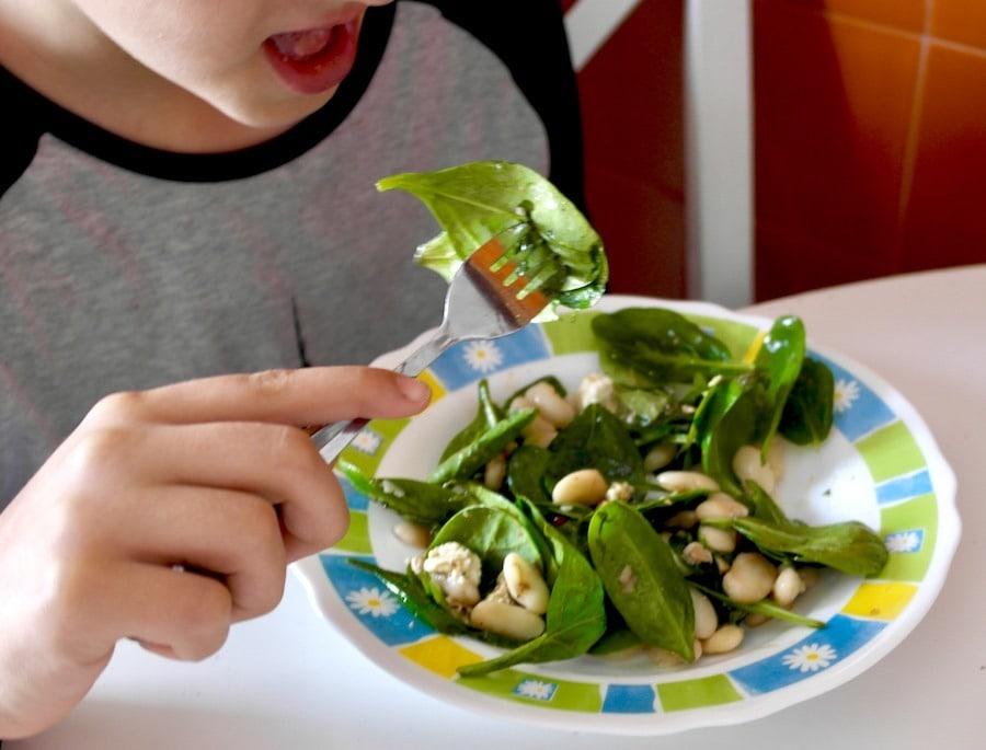 Mediterranean spinach salad with feta