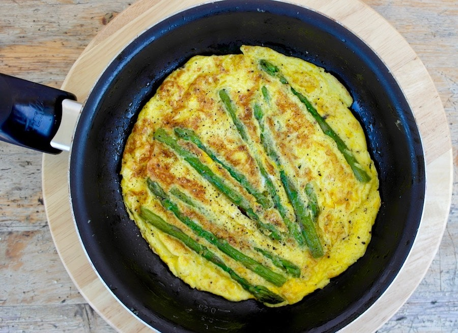 omelet with asparagus
